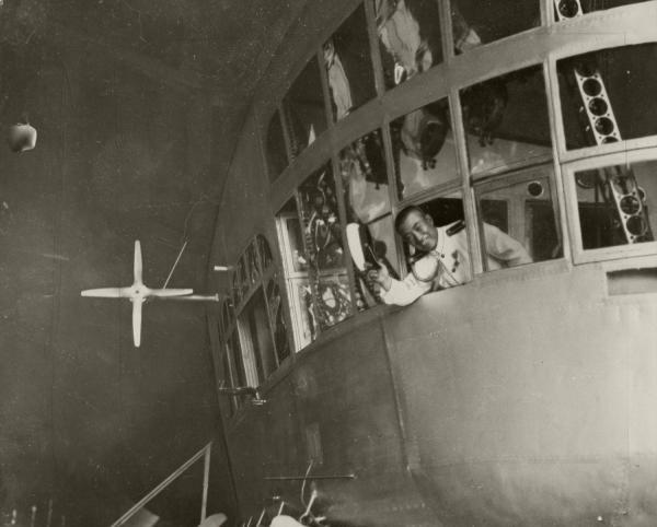 ツェッペリン伯号に同乗した草鹿航空参謀。太平洋横断飛行で米国に向かった=1929年8月21日