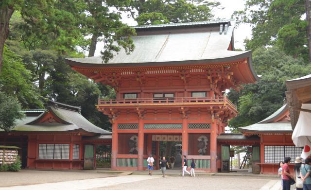 水戸徳川初代藩主・頼房が奉納した「楼門」。重要文化財に指定されている=茨城県鹿嶋市、野口みな子撮影