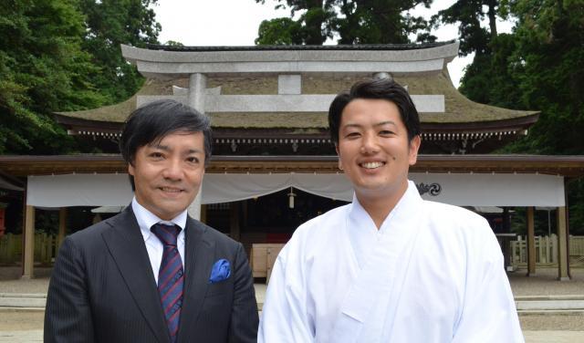 レーサー鹿島さん(左)と檜山真一さん(右)=茨城県鹿嶋市、野口みな子撮影