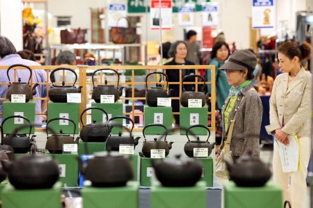 中国からの観光客に人気の南部鉄器