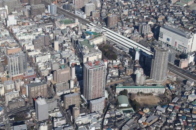 マンション建設が相次ぐJR浦和駅西口=2014年1月12日、さいたま市浦和区、上田潤撮影