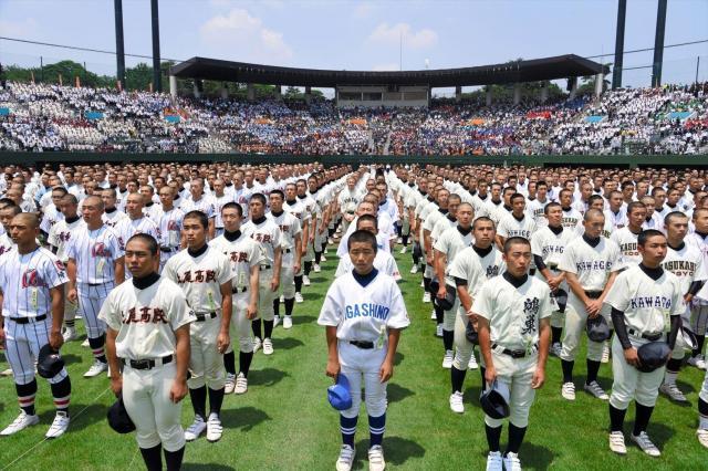 全国高校野球埼玉大会開会式で整列した選手たち=2017年7月8日