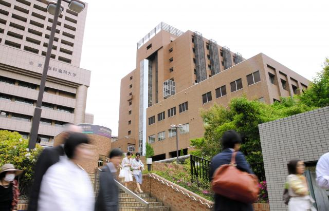 ワンウィサさんが治療を受けた、東京医科歯科大学付属病院=2017年5月9日