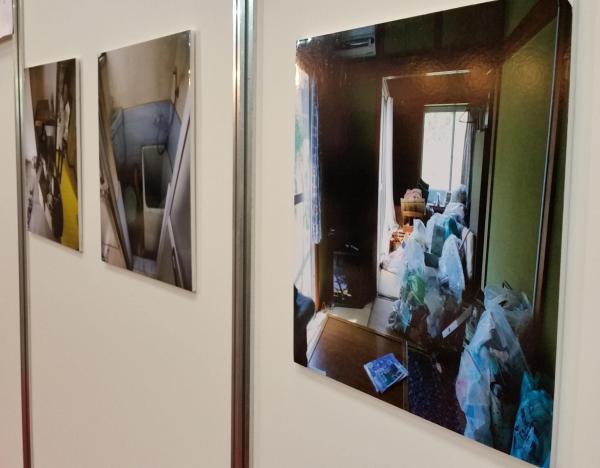 ブースには整理作業の写真も展示されていた