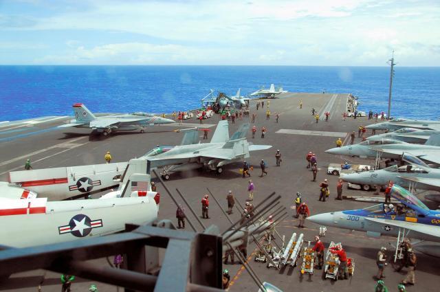 グアム近海で2007年に行われたアメリカ軍の演習=仙波理撮影