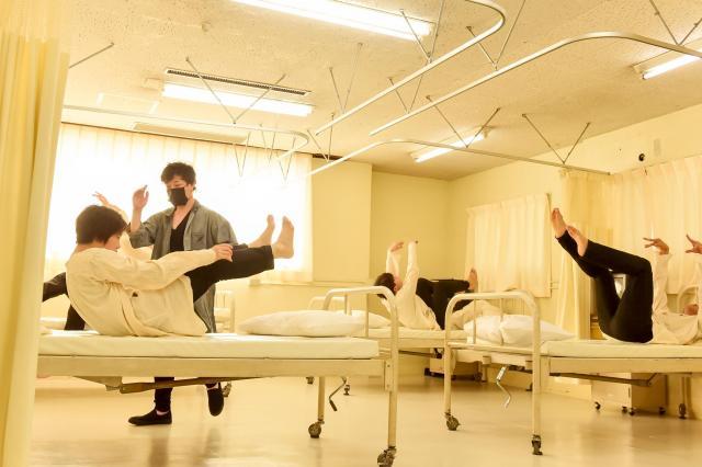 「患者」と「看護師」の激しい群舞©龍/Tatsu