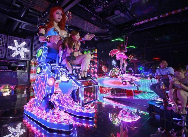 歌舞伎町のロボットレストラン
