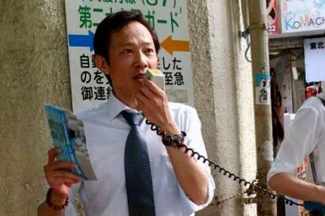 街頭演説をする李小牧さん=新宿区大久保駅前、8月5日、李小牧さん提供