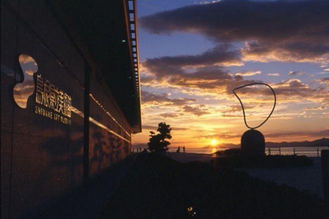 美術館から見た夕日