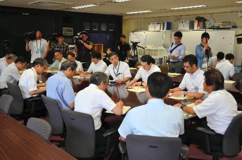 ミサイル発射を受け、課長級職員の情報共有を目的とした危機管理対策会議が開かれた=8月29日、宮城県庁