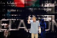 大ヒット中のミュージカル「ディア・エヴァン・ハンセン」。舞台上にSNSの「投稿」が投影される=ロイター