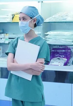 緋山は、ドナーとなった高校生の摘出手術を見守ります