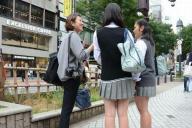 東京での取材風景、地域ごとにまるで違ったスカート丈