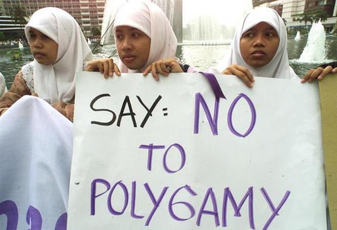 一夫多妻制に反対するインドネシアのイスラム教徒の女性=ロイター