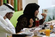 すしの普及で、中東でも日本製のしょうゆを目にすることが多くなった。こちらはアラブ首長国連邦の隣国、カタールの首都ドーハにオープンしたすし店=2016年10月8日