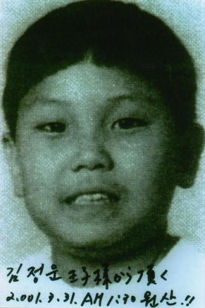 韓国のテレビ局KBSが報じた金正恩氏。写真の提供者は「11歳」と証言したという=ロイター