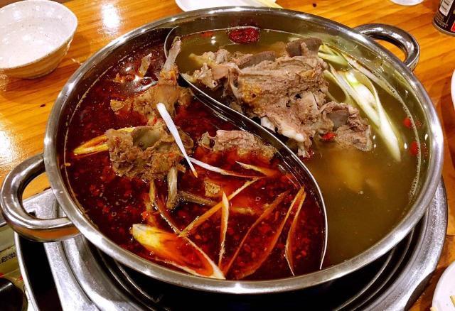 本場の味の名物料理「羊蠍子火鍋」