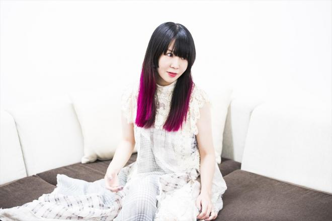 過去の楽曲を弾き語りでリアレンジしたアルバム『MUTEKI』をリリースした大森靖子さん