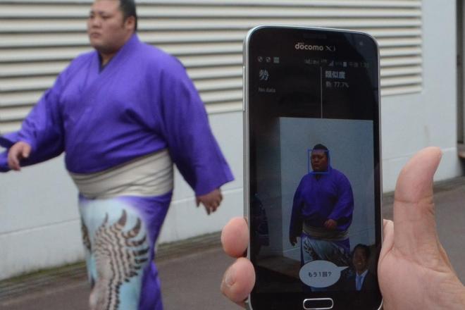 自作の顔認識アプリを試してみる=両国国技館で