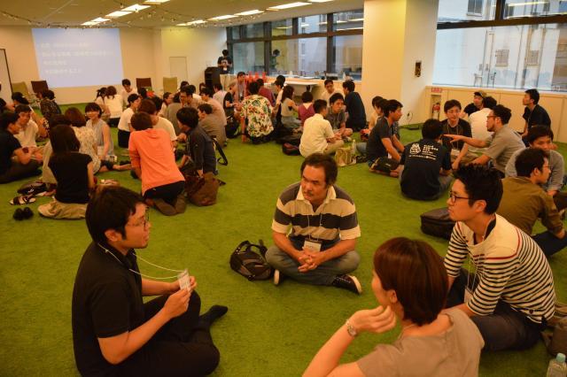 「ドラフト会議」のキックオフイベントで移住について語り合う参加者=8月6日、東京都中央区、島崎周撮影