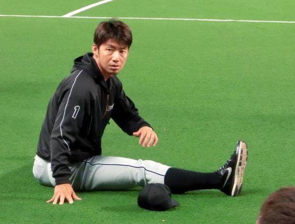 練習前に入念に体を動かす阪神・鳥谷