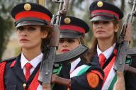 クルディスタン地域政府の軍隊「ペシュメルガ」の女性隊員=2016年3月30日