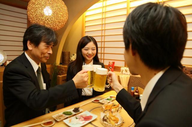 飲み会の日本人客※写真はイメージです