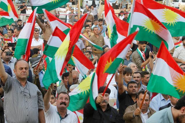 クルディスタン地域政府とイラク中央政府が互いに領有権を主張して争う北部キルクークで、独立を問う住民投票の実施を支持する住民=2017年9月11日