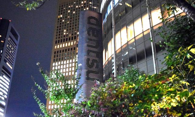 本社ビル前にある「dentsu」と書かれた表示