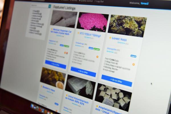 ダークウェブ上にある闇サイト。違法薬物などが出品されている