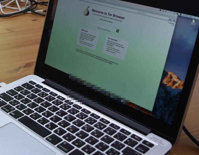 セキュリティー対策のため、ダークウェブには専用の端末からアクセスしているという