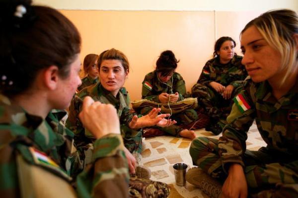 「ペシュメルガ」の女性兵士=2016年8月24日、ロイター