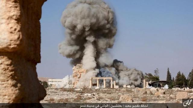 破壊されたパルミラ遺跡。ISがSNSに投稿した=ロイター