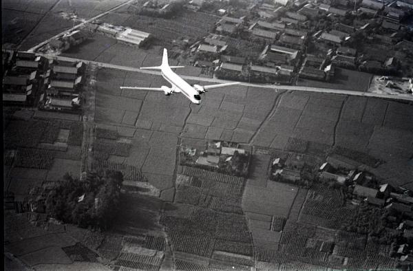 初飛行でYS11は快調なジェット爆音を残して小牧飛行場を離陸上昇した