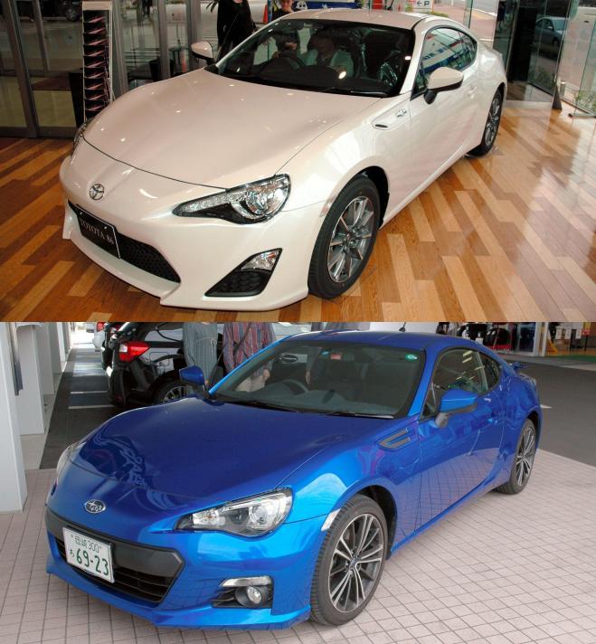 上がトヨタ86、下がスバルBRZ。トヨタとスバルが共同開発した=いずれも2012年撮影
