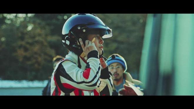 動画「TOYOTA GAZOO Racing TAKERU SATOH MEETS GAZOO MORIZO篇」の一場面。俳優の佐藤健さんが出演している