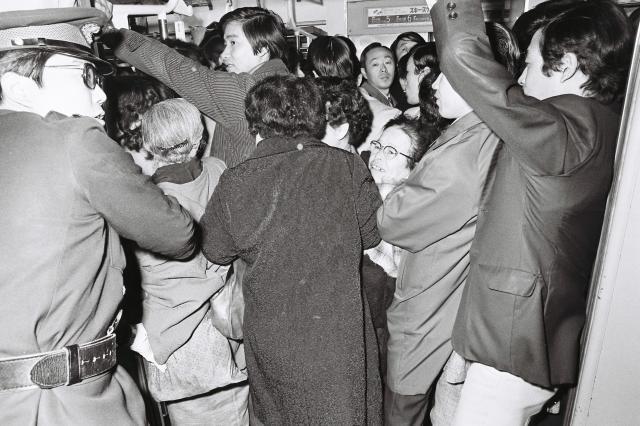1973年の首都圏の通勤ラッシュ風景