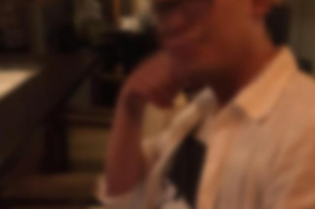 「ピル係」に任命されていたマネジャー役の男性。服用期間の指示やきちんと飲んだかを確認した(画像の一部を加工しています)