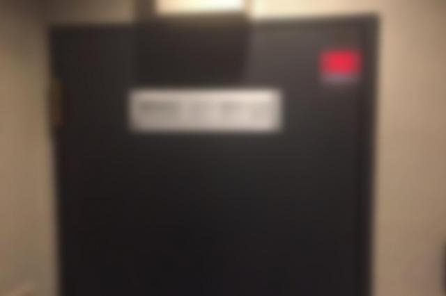 女子学生がプロダクション社長と会っていた事務所の玄関(画像を一部加工しています)