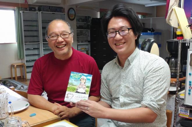 漫画家の吉谷光平さん(右)と、監修の西島豊造さん
