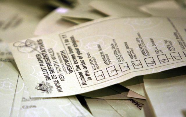 オーストラリアの下院選で実際に使われた投票用紙。候補者名のとなりにある四角に、数字を書き込む=2007年11月24日