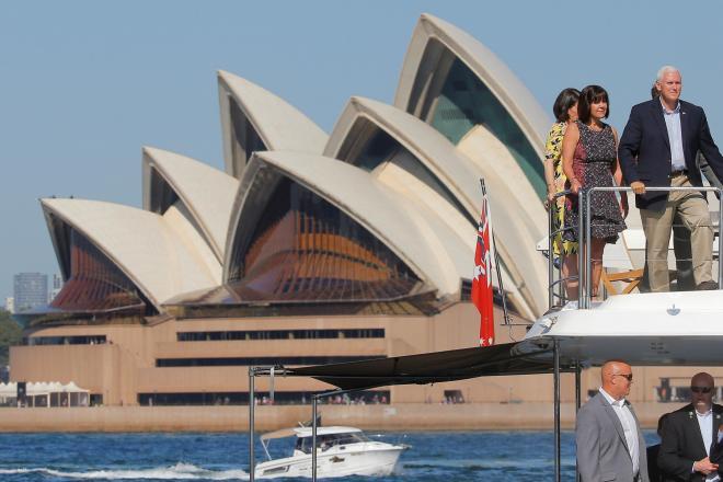 オーストラリア・シドニーのオペラハウス。写真右に写っているのはアメリカのペンス副大統領=2017年4月23日
