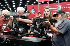 「アメリカ最強」の圧力団体「NRA」 銃規制に立ちはだかる金と権力