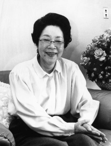 春の叙勲で勲四等宝冠章の受章が決まった漫画家・長谷川町子さん。当時70歳=1990年4月撮影