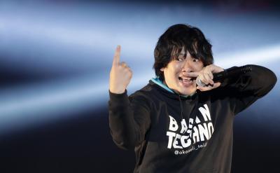 ミュージックビデオの「あるある」を強調したミュージックビデオが話題となった岡崎体育さん=2016年12月10日、東京・お台場