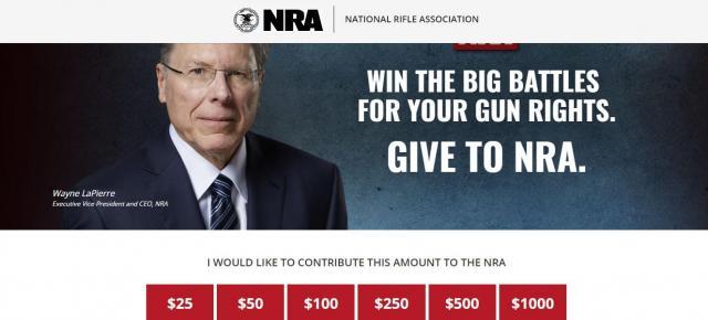 寄付を呼びかけるNRAのページ。「銃権利をめぐる戦いに勝とう。NRAに寄付を」とうたっている