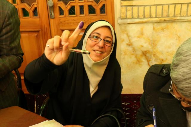 イランでは投票用紙をもらうとき、右手人さし指を押印する。インクの付いた指は「投票を終えた」という印になる
