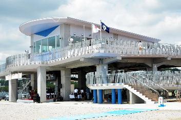 津波対策として完成した大洗サンビーチの一時避難所=2017年7月
