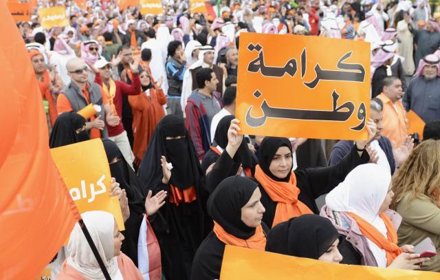 クウェートの反政府デモには女性も参加=2012年12月8日
