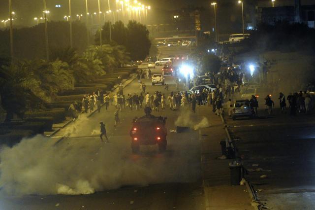 クウェートの首都クウェート市では、反政府デモと治安部隊が衝突=2012年12月4日